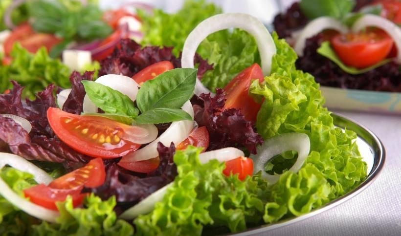 Los 10 principales beneficios de la ensalada de vegetales para el cuerpo
